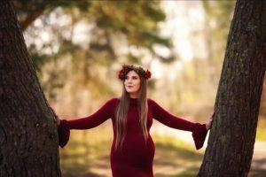Joanna sesja ciążowa w lesie