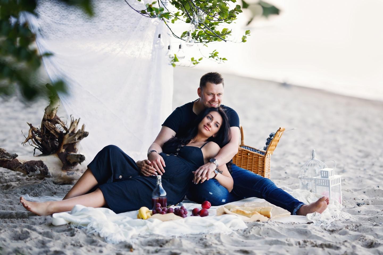 Kinga – sesja ciążowa z piknikiem na plaży