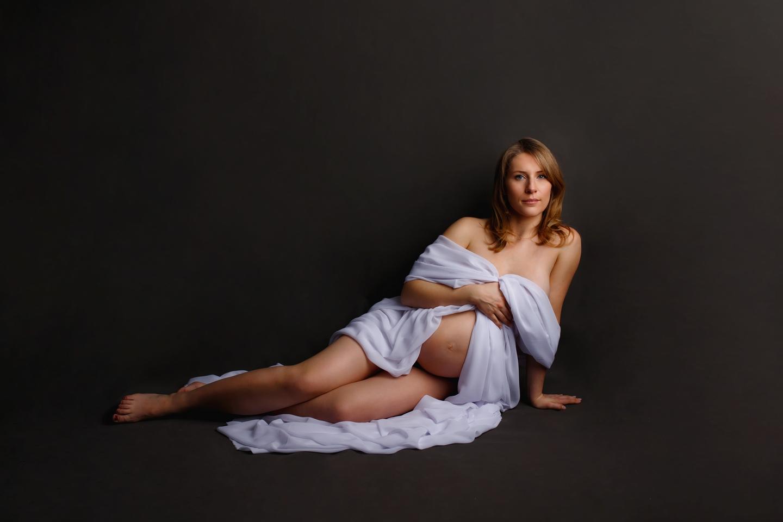 Joanna sesja ciążowa w studio